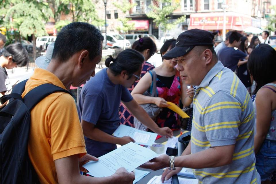 Tenant leader Mr. Chen talking with Chinatown residents about why we organize.